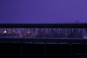 Eisbalkon in der Nacht